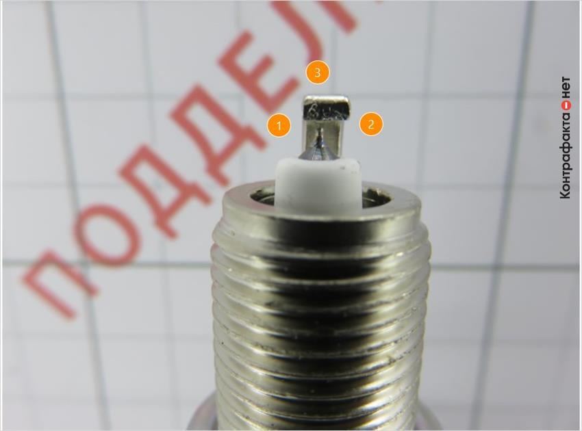 1. Центральный электрод не соответствует оригиналу. <br> 2. Искровой зазор меньше, чем у оригинала. <br> 3. Боковой электрод искривлён.