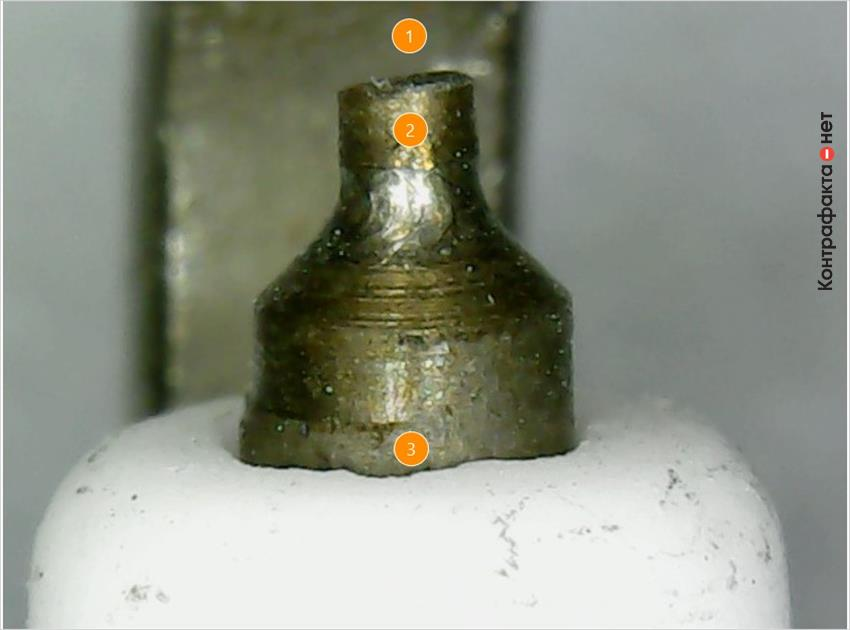 1. Центральный электрод с косой плоскостью. <br> 2. Обычный железо-никелевый наконечник. <br> 3. Множественные дефекты теплового конуса изолятора.